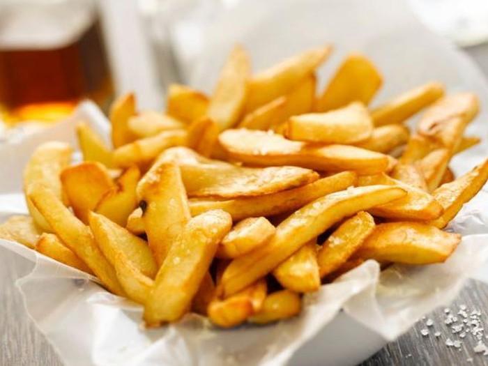 Kentang goreng bukan makanan tepat untuk berbuka. Foto: iStock