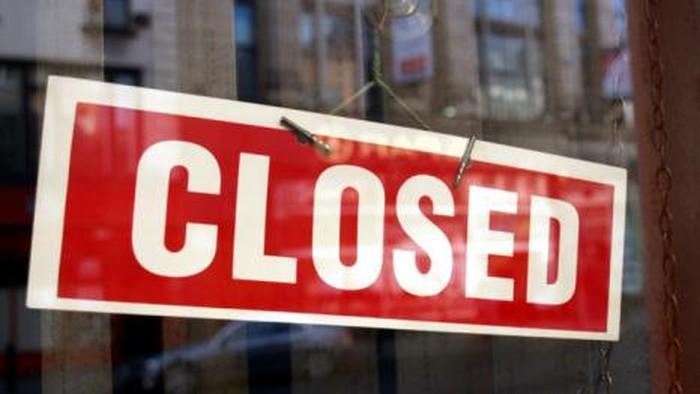 terjebak dalam restoran tutup