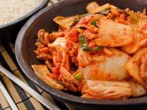 Nyam! Nasi Goreng Hingga Mie Instan Makin Enak Dipadu dengan Kimchi