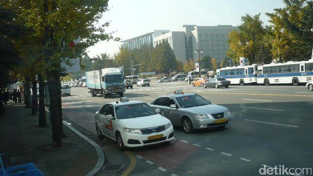 Cinta Mati Orang Korea pada Mobil Buatan Sendiri