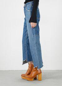 5 Jeans Unik yang Bisa Bikin Penampilan Lebih Atraktif