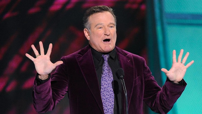 LOS ANGELES, CA - JANUARY 07:  Presenter Robin Williams speaks during the 35th Annual Peoples Choice Awards held at the Shrine Auditorium on January 7, 2009 in Los Angeles, California.  (Photo by Kevork Djansezian/Getty Images for PCA)