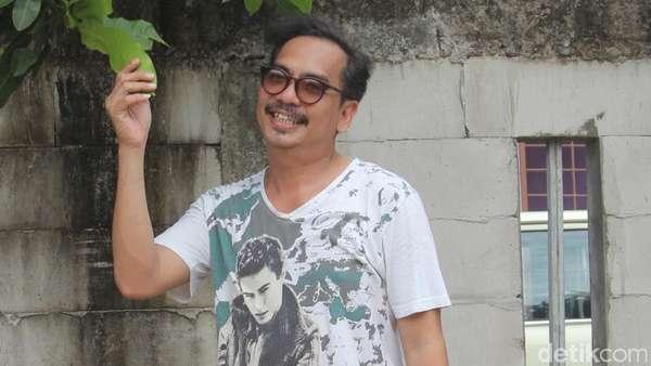 Gaya Kocak Indra Birowo