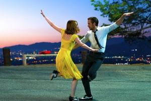Gas Terus! La La Land Sabet Penghargaan Film Komedi-Musikal Terbaik