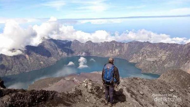 Panorama di Puncak Gunung Rinjani (Inggit_erlianto/dTraveler)