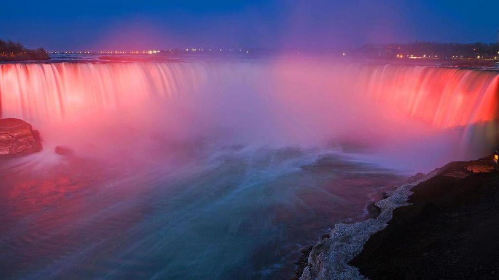 Begini Penampilan Spektakuler Air Terjun Niagara Kala Malam