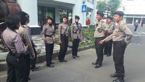 ketika polisi polisi cantik patroli di car free day tunjungan