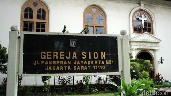 Pindah ke kawasan Kota Tua, tepatnya di Jalan Pangeran Jayakarta, ada Gereja GPIB Sion atau yang dahulu disebut Gereja Portugis. Konon, gereja ini merupakan yang tertua di Jakarta dan Indonesia (Johanes Randy/detikcom)