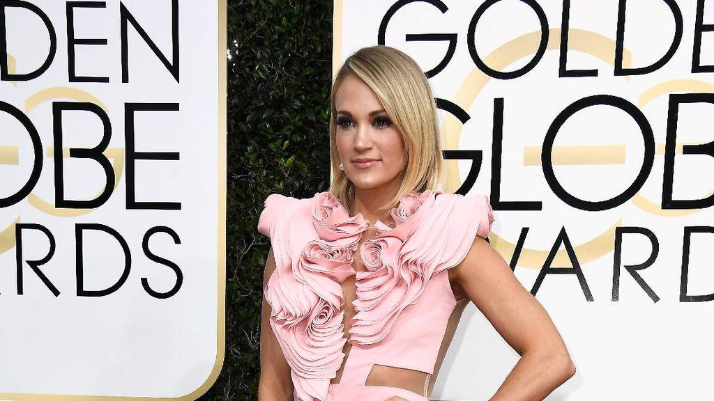 Pakai Baju Suami, Bikin Carrie Underwood Tetap Keren Saat Hamil