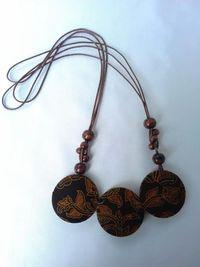 Modal Rp 200.000, Ibu Ini Berbisnis Kalung Batik