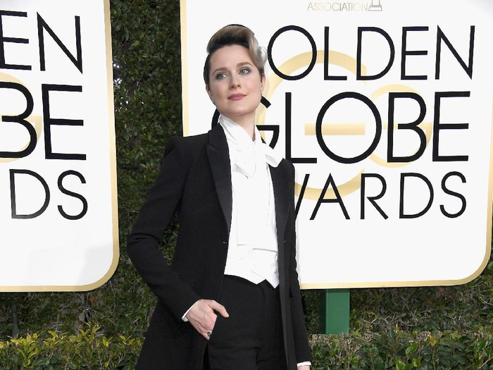 BEVERLY HILLS, CA - JANUARY 08:  Actress Evan Rachel Woodattends the 74th Annual Golden Globe Awards at The Beverly Hilton Hotel on January 8, 2017 in Beverly Hills, California.  (Photo by Frazer Harrison/Getty Images)