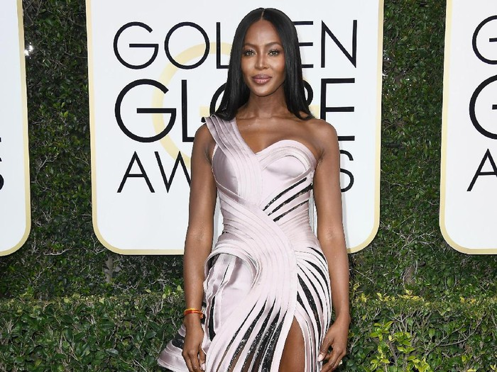 BEVERLY HILLS, CA - JANUARY 08:  Model Naomi Campbell attends the 74th Annual Golden Globe Awards at The Beverly Hilton Hotel on January 8, 2017 in Beverly Hills, California.  (Photo by Frazer Harrison/Getty Images)