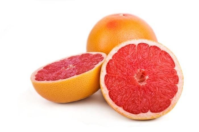 Jeruk limau gedang atau grapefruit kurang populer dibandingkan sebagai camilan karena rasanya yang sedikit asam. Padahal berdasarkan studi, jeruk limau gedang memilki manfaat untuk mengurangi nafsu makan. (foto: thinkstock)
