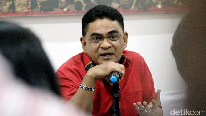 Ketua Dewan Pimpinan Pusat PDIP Andreas Hugo Pareira dan Wasekjen PDIP Ahmad Basarah memberikan keterangan pers terkait HUT ke-44 PDIP.