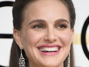 Cara Natalie Portman Atasi Jerawat yang Tumbuh di Usia Dewasa