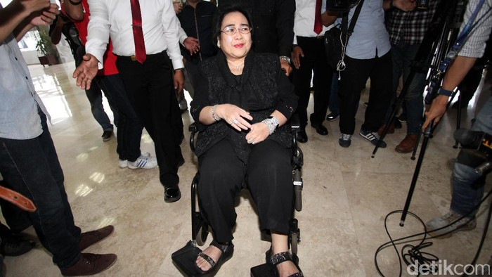 Tersangka dugaan makar, Rachmawati Soekarnoputri melakukan audiensi dengan pimpinan DPR. Ia diterima oleh Wakil Ketua DPR Fadli Zon di Komplek Parlemen, Jakarta.