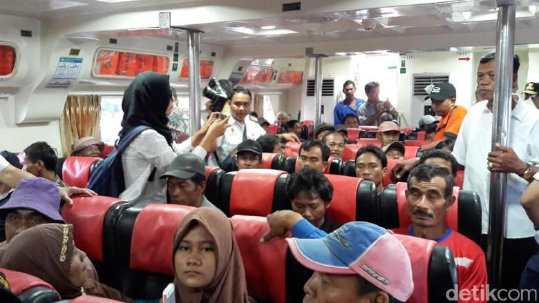 Tiket Pesawat Mahal, Penumpang Kapal dari Makassar Membludak