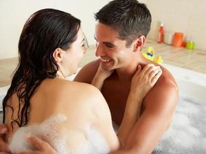 Harmoniskan Kembali Pernikahan dengan Berendam Bersama