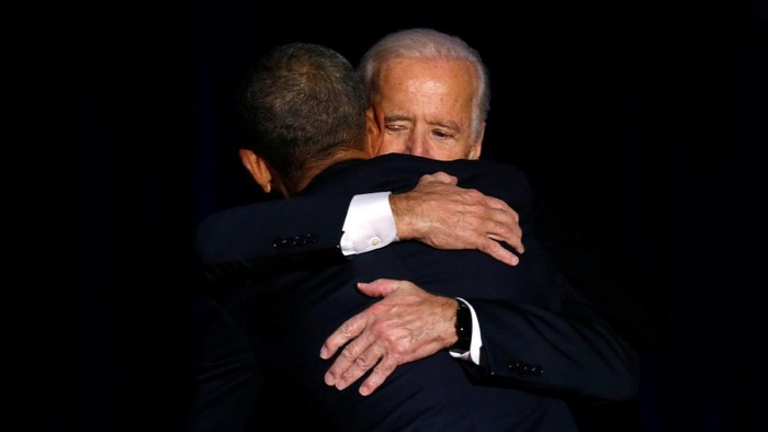 U.S. President Barack Obama is joined onstage by Vice President Joe Biden after his farewell address in Chicago, Illinois, U.S. January 10, 2017. REUTERS/Jonathan Ernst