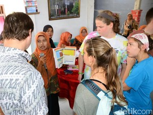 Tertarik Posyandu, Puluhan Mahasiswa AS Belajar ke Banyuwangi
