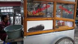 Spanduk Batagor Penuh Kata Gombalan Maut Sukses Bikin Pembeli Baper