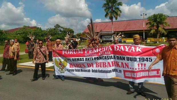 Dewan Adat Dayak Tolak Ustaz Tengku, Warga Jangan Terprovokasi