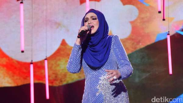 Aduhai, Cantiknya Siti Nurhaliza di Usia 38 Tahun