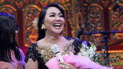 Berkaca-kaca, Dewi Gita Sedih Gisel Gugat Cerai Gading Marten