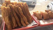 Empuk Renyah Cakue dan Kue Bantal untuk Camilan