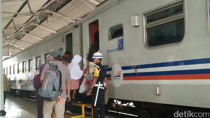 Foto: Stasiun Rangkasbitung berbenah jelang dilintasi KRL (Kartika-detikcom)