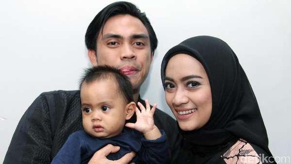 Happy Family! Potret Ditto, Ayudia Bing Slamet dan Si Lucu Dia Skala Bumi
