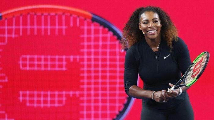 Serena Williams tetap berlatih meski sedang hamil besar (Foto: Michael Dodge/Getty Images)