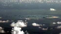 Kapal China Tabrak Kapal Nelayan Filipina di Laut China Selatan