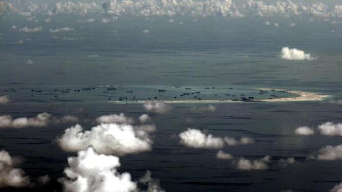 Foto pulau buatan di Laut China Selatan