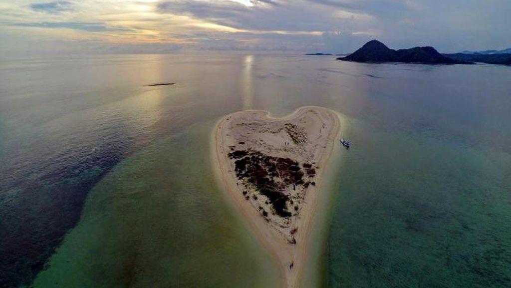 Kamu Mesti Tahu, Ada Pulau Ajaib Berbentuk Hati di Bawean
