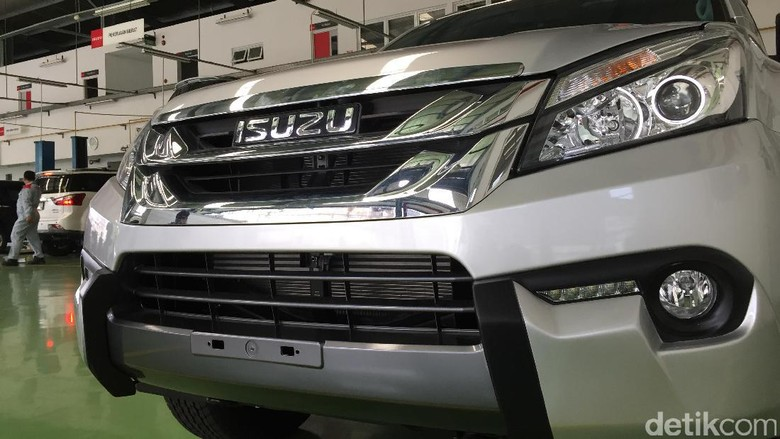 Isuzu MU-X (Foto: Dadan Kuswaraharja)