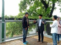 Hari Pertama Kerja Usai Sakit, Ridwan Kamil Tinjau Skywalk Cihampelas