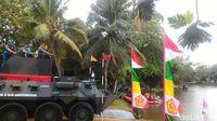 Hadiri Rapim TNI, Jokowi Naik Anoa Amphibi Melintasi Danau