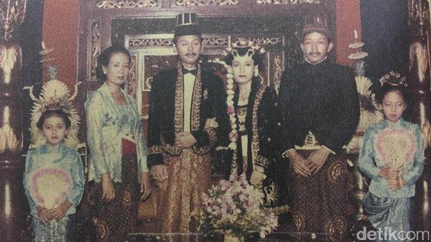 Sujiatmi dan Notomihardjo saat mantu anak kedua