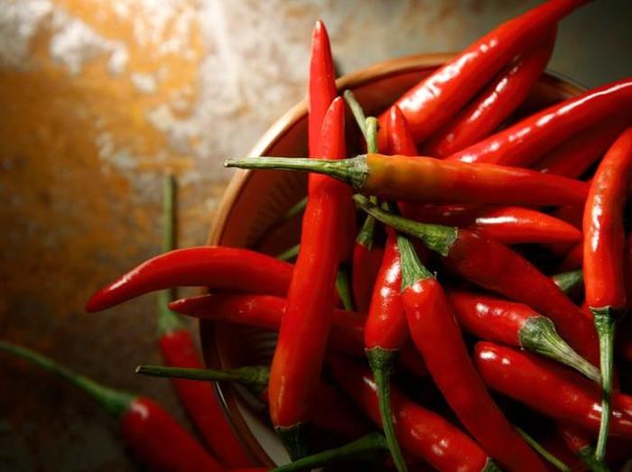 Jika dikonsumsi berlebihan, cabai bisa sebabkan masalah kesehatan. Foto: iStock/ msn.com