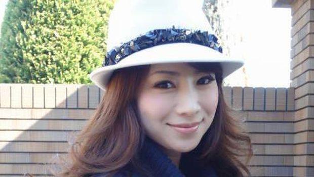 Usia 49 Tahun Masih Jelita, Wanita Ini Hebohkan Netizen