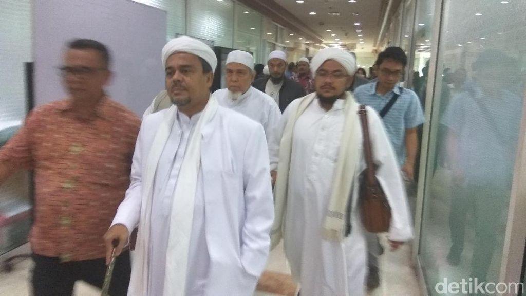 Habib Rizieq Datangi Komisi III DPR, Adukan Laporan di Mabes Polri