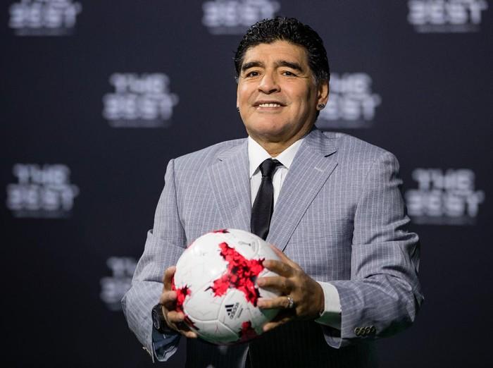 ZURICH, SWITZERLAND - JANUARY 09: Diego Maradona arrives for The Best FIFA Football Awards 2016 on January 9, 2017 in Zurich, Switzerland. (Photo by Philipp Schmidli/Getty Images)