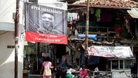 Spanduk bergambar Ahok dipenjara itu terpasang di salah satu gang di Jalan Tanah Sereal, Kecamatan Tambora, Jakarta Barat.