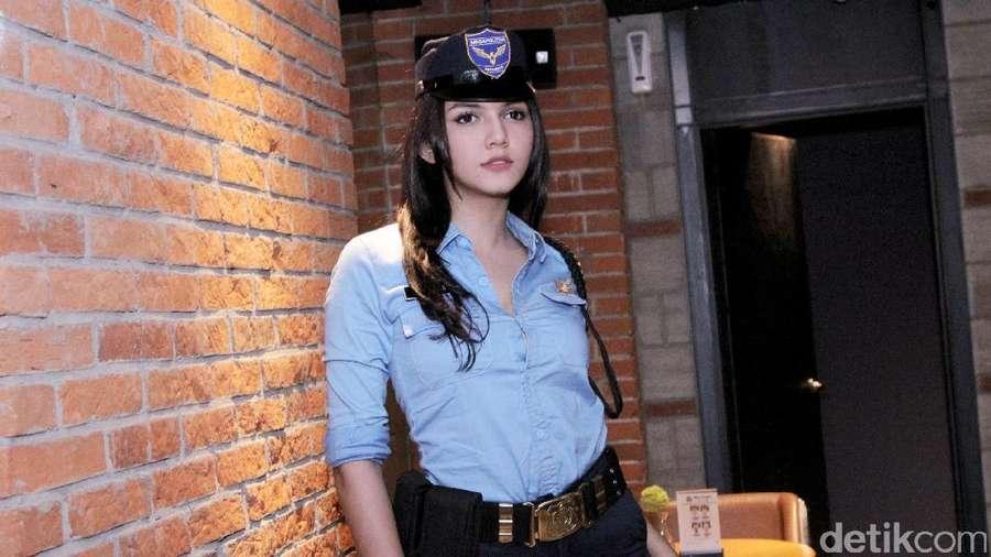 Alexa Key, Si Securiti Cantik