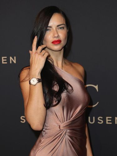 Sebelum Jadi Model, Adriana Lima Ingin Jadi Biarawati