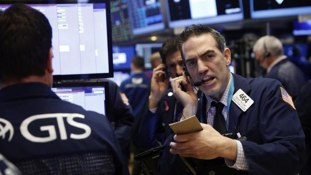 Wall Street Mix Pasca Trump Pecat Direktur FBI