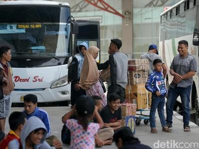 Kesemrawutan (Juga) Membayang di Terminal Pulogebang