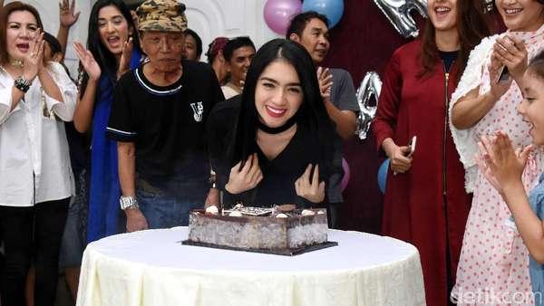 Selamat! Keseruan Angel Karamoy Rayakan Ulang Tahun di Lokasi Syuting