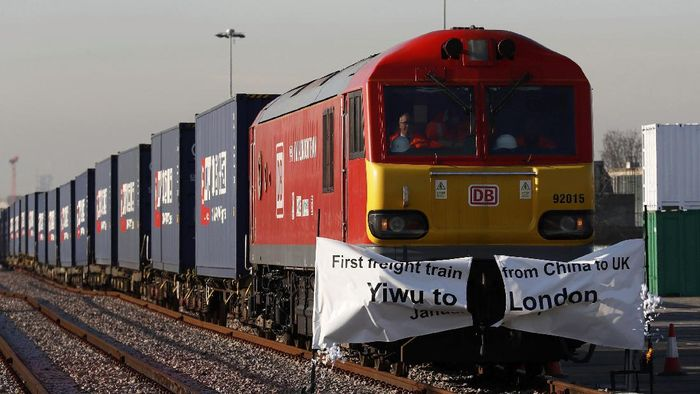 Kereta Kargo yang menghubungak China dengan Inggris sebagai era baru jalur sutera yang merupakan jalur perdagangan legendaris dunia. Foto: REUTERS/Stefan Wermuth.